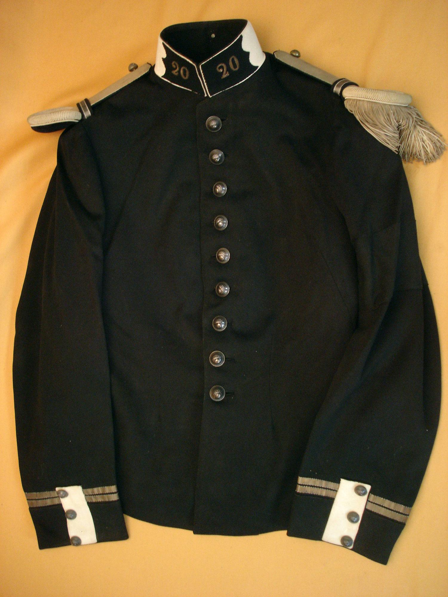 Tunique d'un lieutenant du 20e Dragons 1900/1914.
