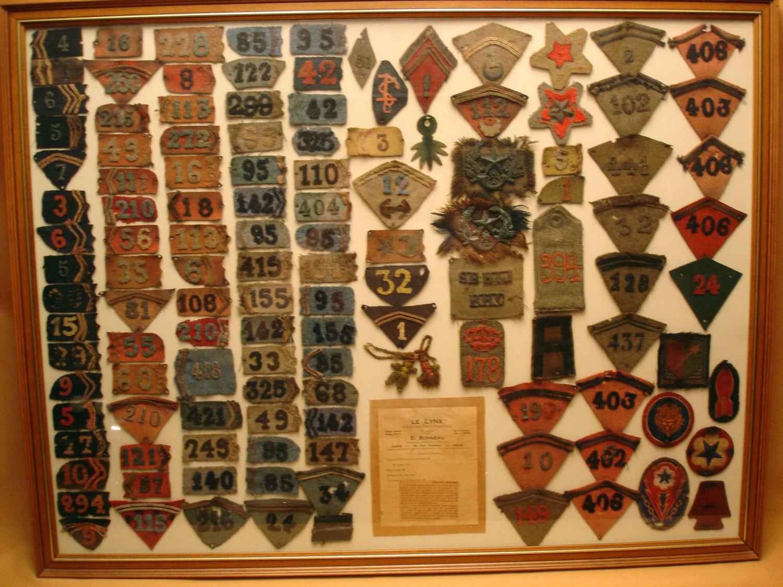 Collection de pattes de col et insignes récupérés de 1914 à 1918 dans l'Oise.