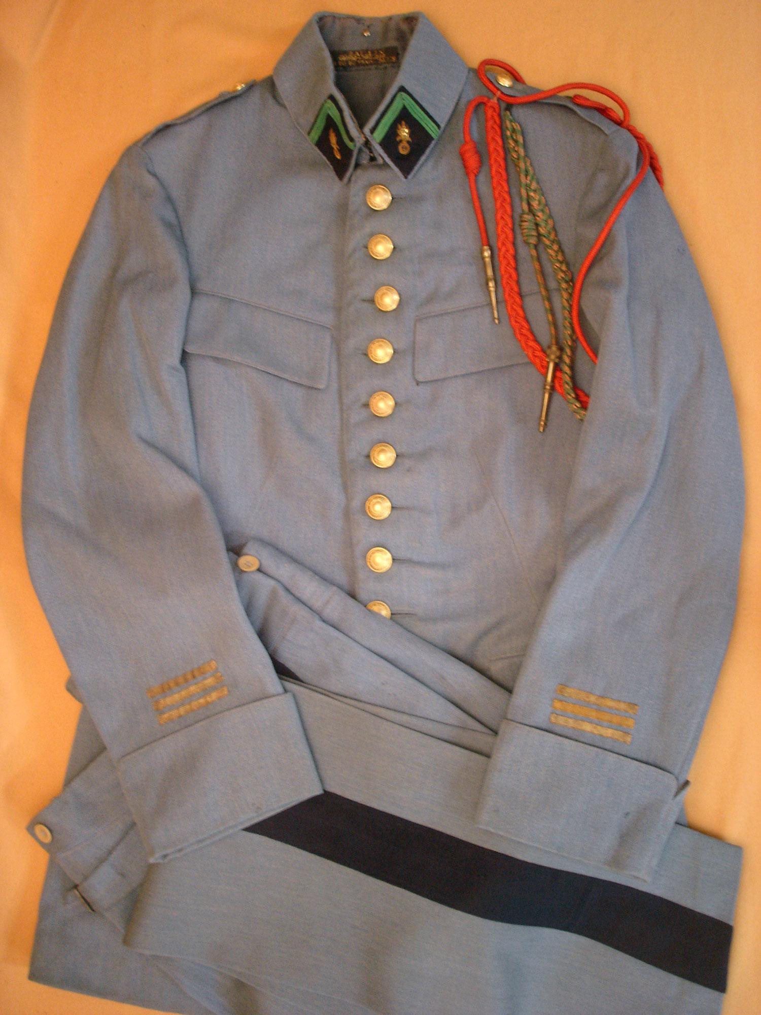 Tenue bleu horizon d'un Capitaine de la Légion Etrangère.