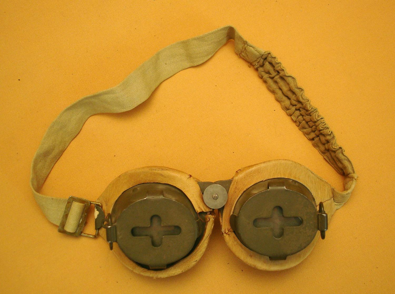 Lunettes blindées pour les chars et les guetteurs de la Ligne Maginot.