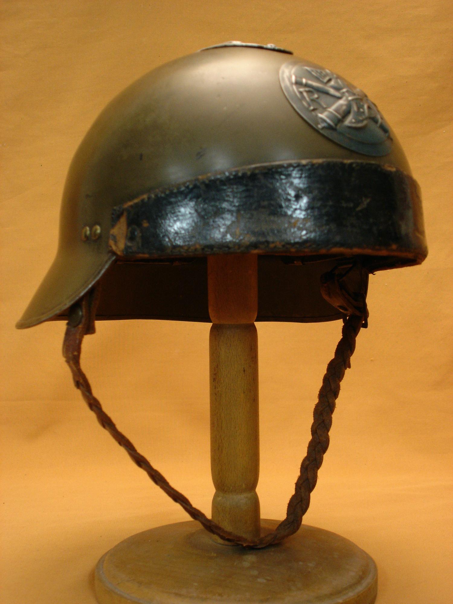 Casque 26 d'officier des chars de combat.