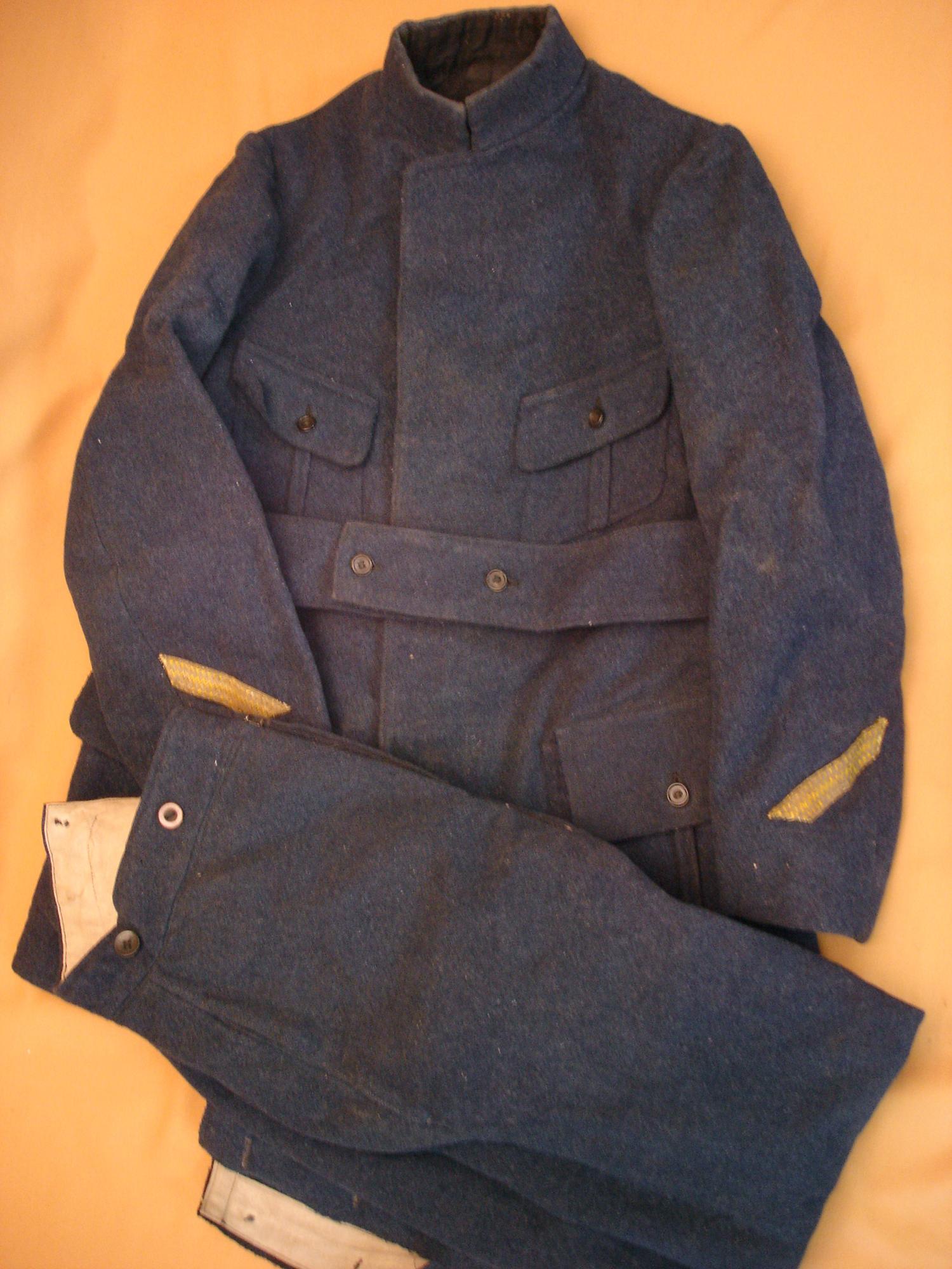 Tenue 1913, gris de fer bleuté.