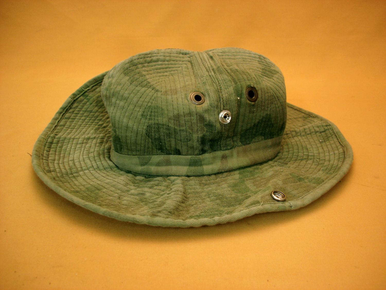 Chapeau de brousse camouflé.