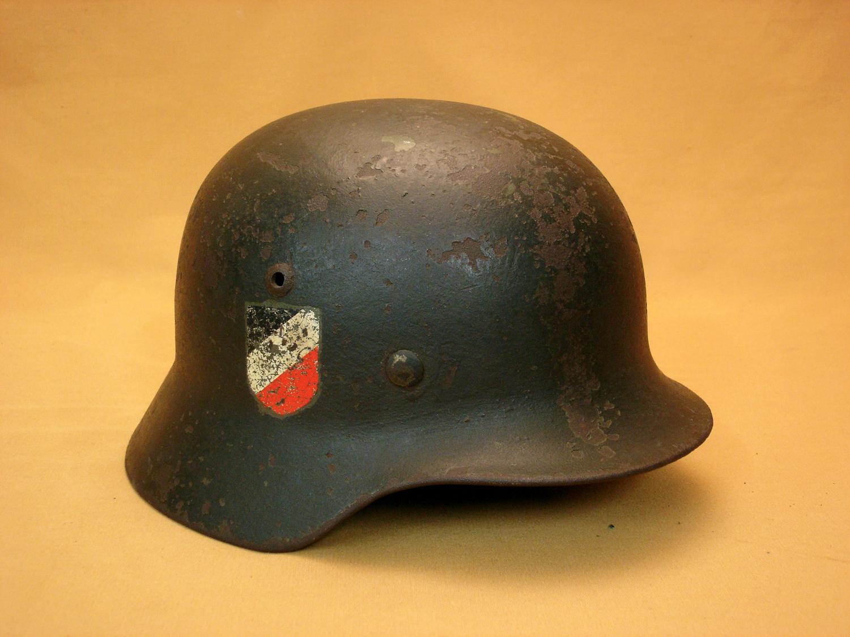 Casque Wehrmacht mod.35, 2 insignes.