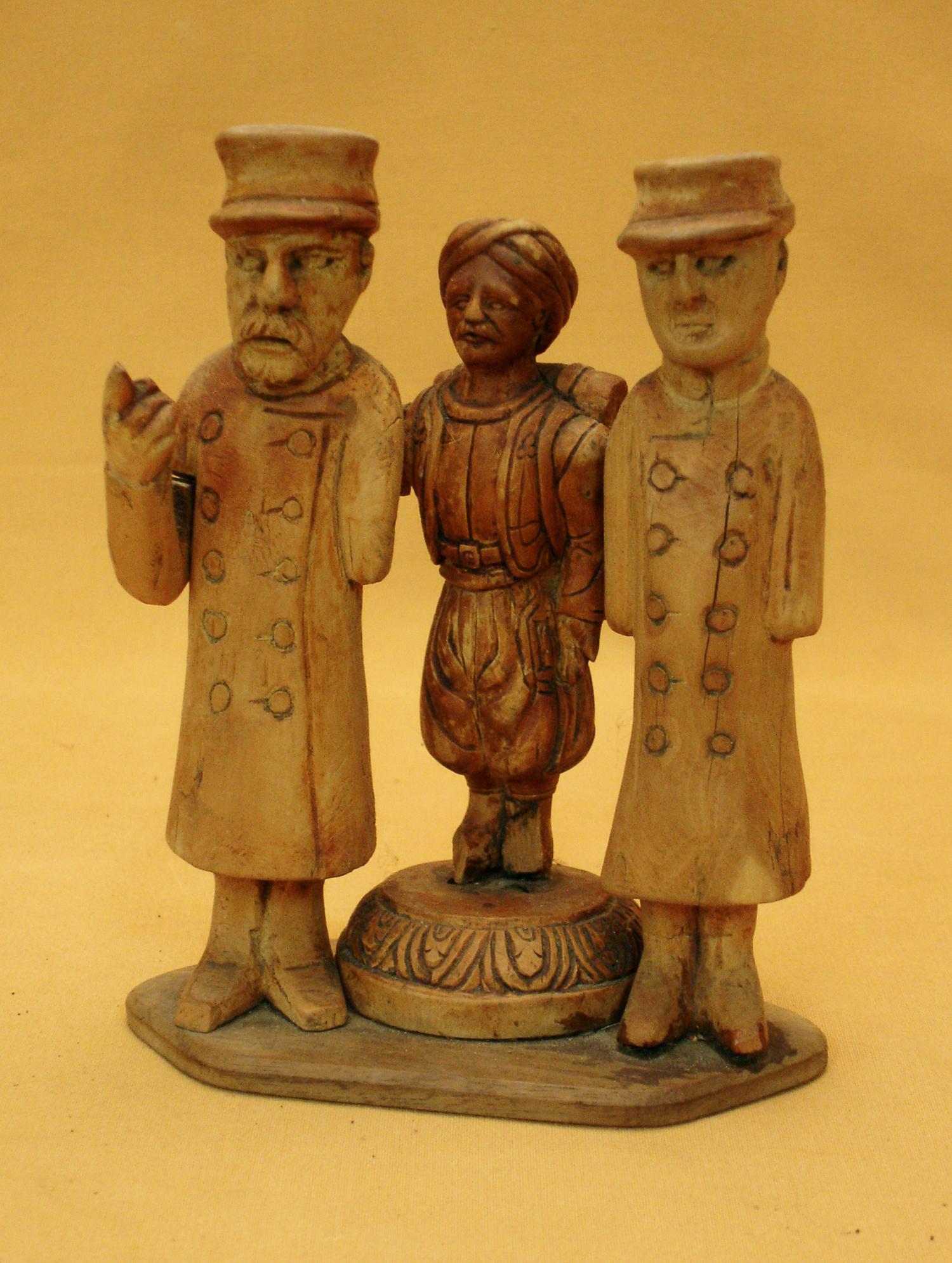 Travail de Poilu en bois sculpté.