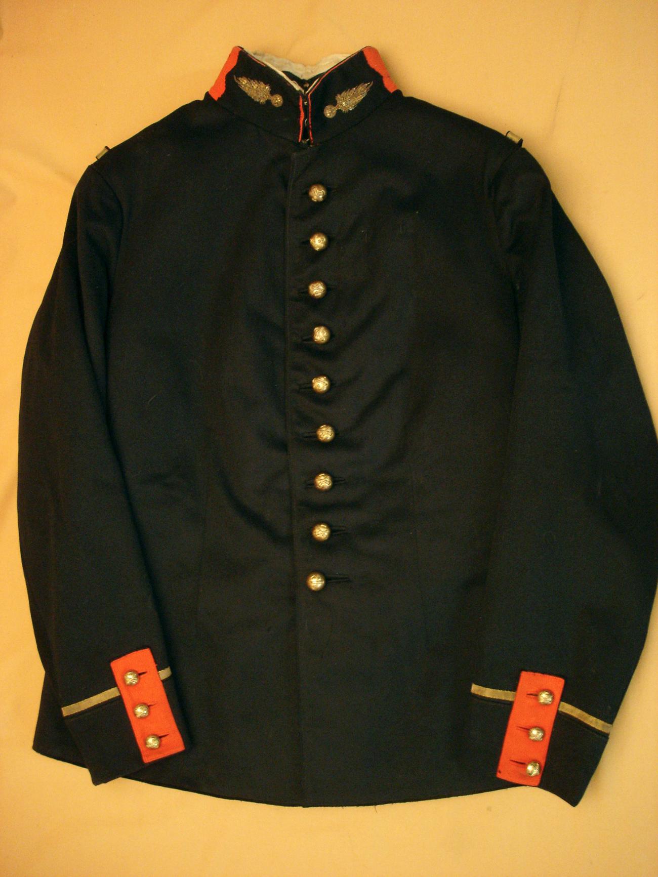 Tunique d'un sous lieutenant d'artillerie.