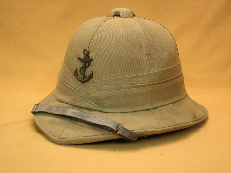 Casque tropical de l'infanterie coloniale.