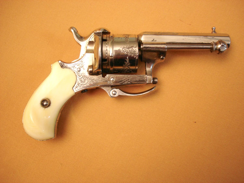 Petit revolver à broche cal. 5mm.